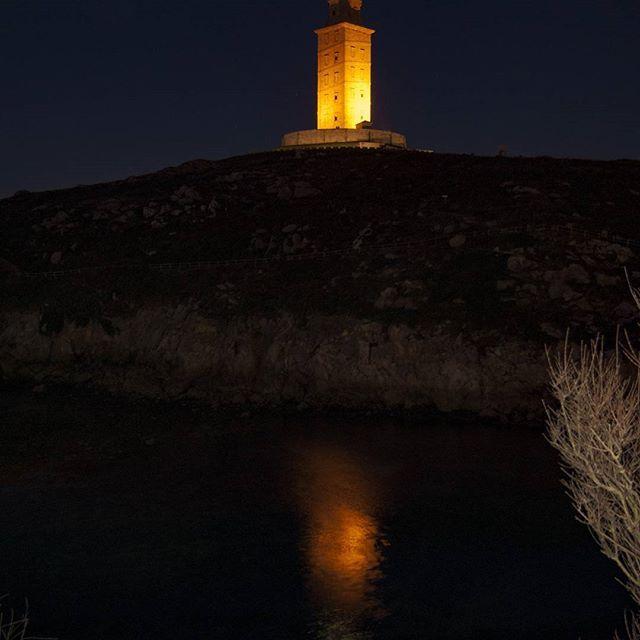 La vida es como una cámara, solo enfócate en lo importante, captura los buenos momentos, saca de lo negativo un aprendizaje revelado y si las cosas no salen como deseabas intenta una nueva toma!! 📸📸 #coruña . #vision_galicia #vision_spain #somosgalegos #loves_galicia #torredehércules #entre_fotos #be_one_nature #galiciadescuberta #spain_beautiful_landscapes  #ok_spain #ok_mencionados #descobregalicia #galiciavisual #galiciadescuberta #asi_es_galicia  #ig_hydm  #galicia_enamora…