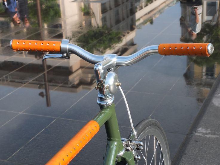 Poignées en cuir couleur fauve #fixedgear #fixie #bicycle #trackbike #Nice #singlespeed #fixed #pignon fixe #bicyclette #vélo #roue libre #leather grips #grips #poignées vélo