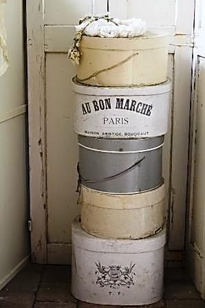 ♥⊱Vintage hat boxes⊰♥would be so cute in my closet with all the vintage hat pins I have♡