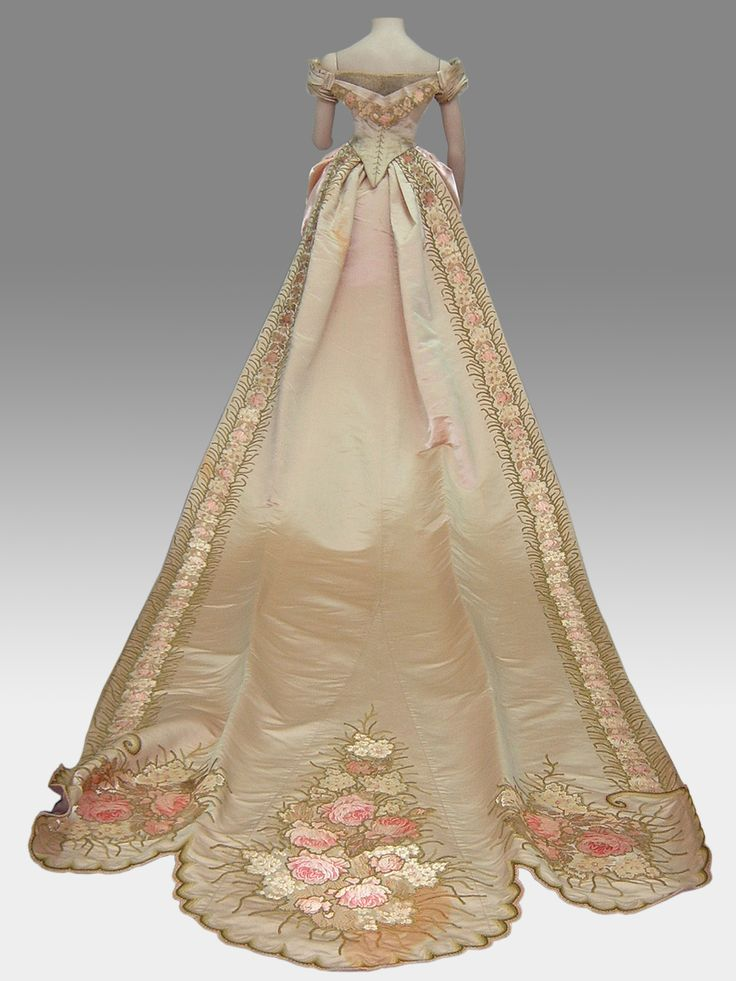 Court dress ca. 1881-86. Silk satin damask bodice, skirt, & train, with tulle and embroidery in floral motifs. Click through for bigger picture. National Historical Museum, Chile, via Surdoc