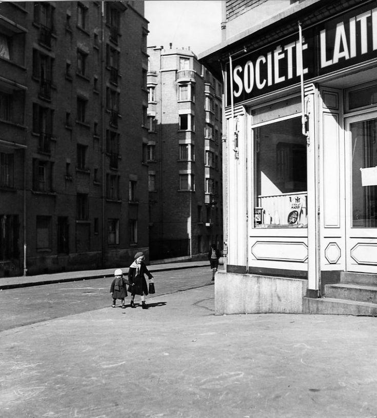 Robert Doisneau // Children - Les petits enfants au lait 1934