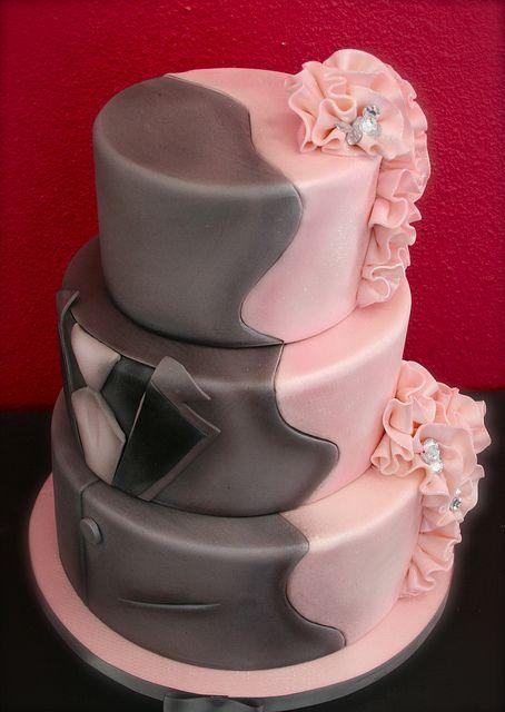 Torta con dos trajes, el del novio y el de la novia