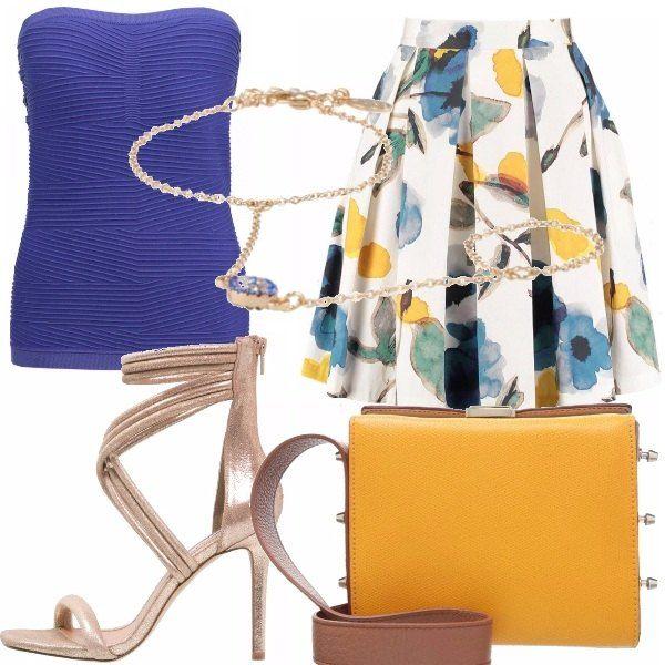 Un outfit dai toni del blu, giallo e oro. Gonna a pieghe con stampa a fiori, top…