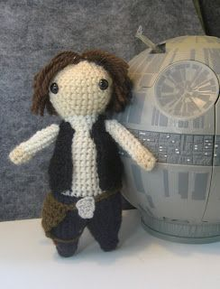 Geek Central Station: Han Solo Free Pattern...some Lord of the Rings patterns on this site, also.