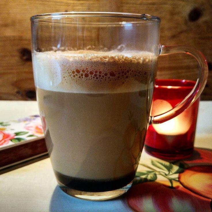 Kerze Buch  Whisky Coffee  Milch  Zucker&Zimt = Sonntagsentspannung  #alex #coffee #kaffee #whisky #buch #milch #zucker #zimt #crema #schaum #tasse #glas #shot #sonntag #entspannung  #greenape #nord #niedersachsen #makesyourlifebetter