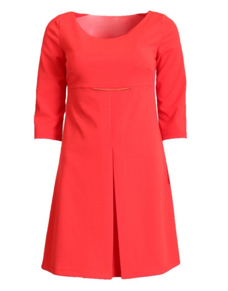 Koraal rode jurk met 3/4 mouwen en goudkleurig detail.