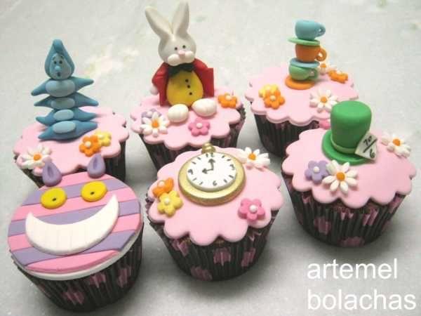 Vem Ver 54 Ideias De Cupcake Decorado Alice No Pais Doces