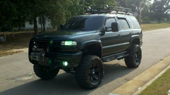 jacked up tahoe(: | Jacked up trucks, Lifted chevy tahoe ...