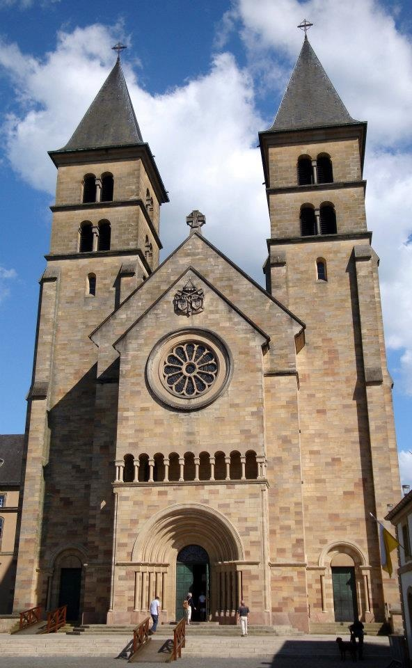257 best churches images on pinterest amazing for Architecture romane