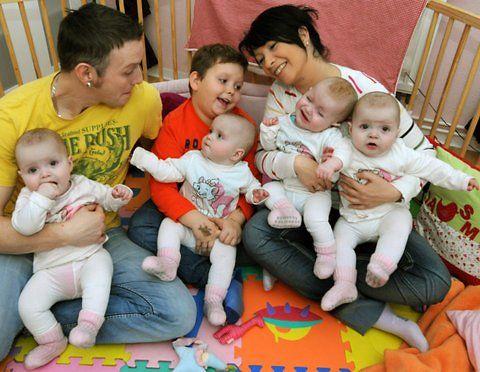 Occupational Physical Therapy for Down Syndrome | Die Eltern der eineiigen Vierlinge, Janett und Marcus Mehnert sitzen ...