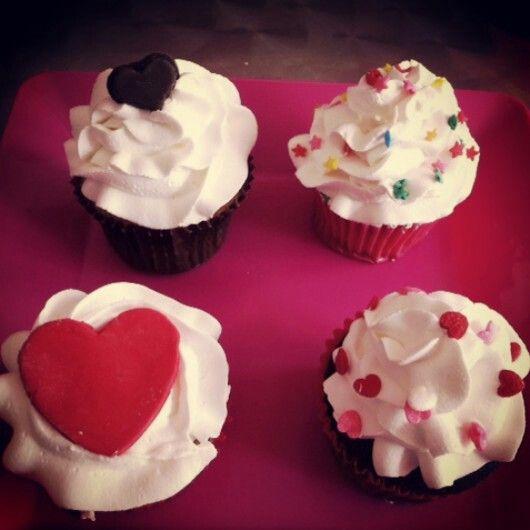 Ordena tus #Cupcakes de #AmorYAmistad para la pareja ideal. Siguenos #PasteleriaSoSweet