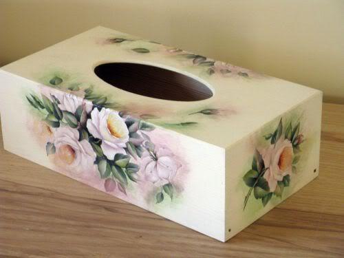 chustecznik podłużny - z białymi różami decoupage