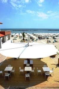 Playa Dorada Residence - Emilia Romagna. Sulla lunga spiaggia di Lido di Pomposa, vicino alle dune, sorge il Residence Playa Dorada. La struttura gode di accesso diretto all'omonimo stabilimento balneare attrezzato. Il Residence dispone di alloggi accoglienti, dotati di tutti i comfort. Luminosi appartamenti di circa 60 mq, situati sulla spiaggia.