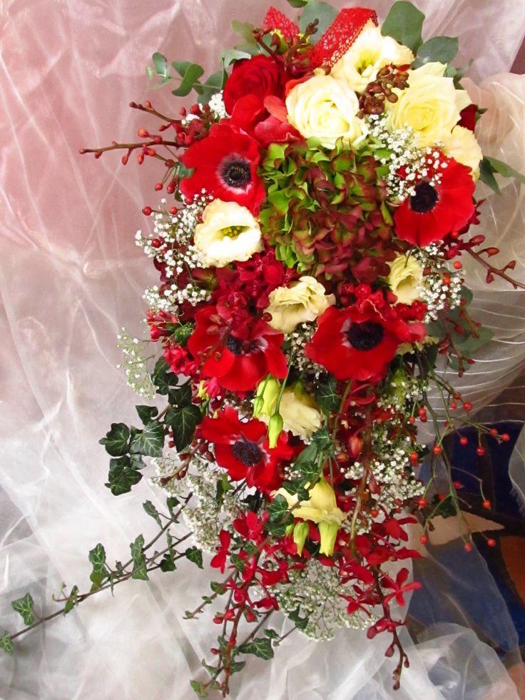 Velká převislá svatební kytice