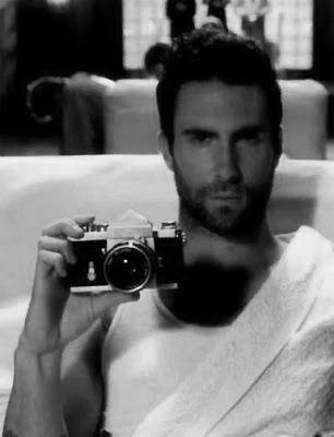 Selfie Adam Levin (•◡•) Tante altre idee cool per le mamme sul sito ❤ mammabanana.com ❤