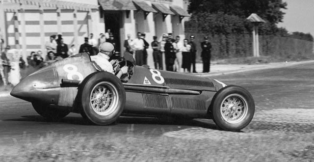 #8 Giuseppe Farina (Ita) - Alfa Romeo 158 (Alfa Romeo 8S) 4 (1) Alfa Corse / SA Alfa Romeo