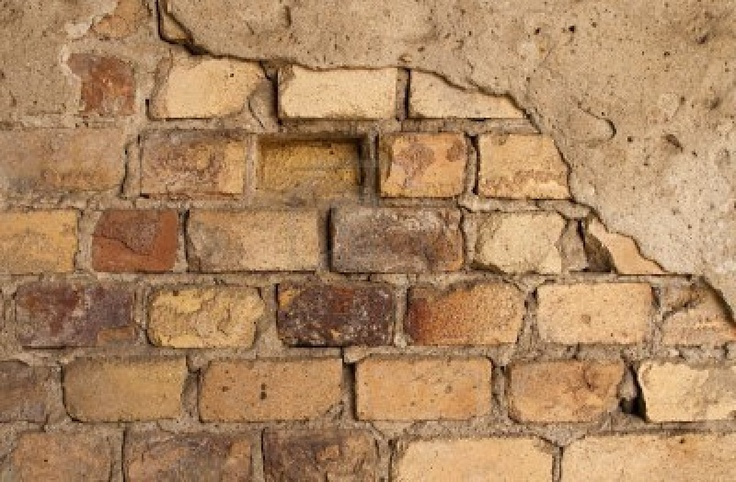 Painting A Faux Crumbling Brick Wall