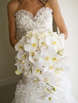 Bouquet sposa invernale con orchidee bianche... troppo chic! #weddingplanner