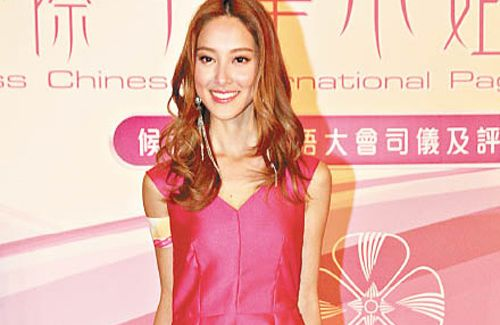 Grace Chan and Kevin Cheng vacationed together in Vietnam, but Grace refused to answer whether they shared the same hotel room.