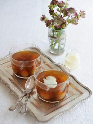 ほうじ茶の香りがふわりと漂う、さっぱり透明感のある味わいの大人スイーツ。干しいちじくをプラスするだけで簡単&ゴージャスに。|『ELLE a table』はおしゃれで簡単なレシピが満載!
