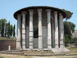 Tempio di Apollo vincitore, 120 A.C. Roma. Il più antico monumento romano in marmo che si è conservato, realizzato forse dall'architetto Ermodoro di Salamina. Si è conservato perchè fu trasformato in chiesa nel Medioevo.