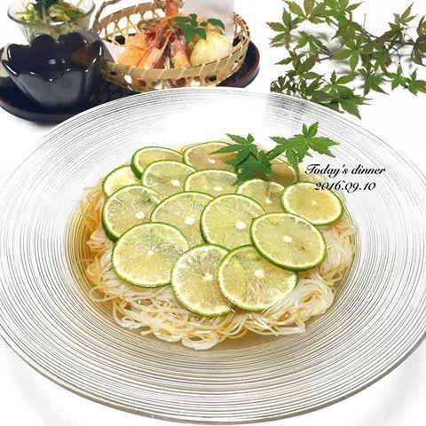 . 今日の#夜ごはん は IGでよく見かける#すだちそうめん 🍁 . 付け合せに木の子の柚子胡椒和えと #天ぷら 5種盛り🐥 . #そうめん #おうちごはん #クッキングラム #デリスタグラマー #おうちカフェ #料理 #料理写真 #手料理#delicious #LIN_stagrammer #instafood #yummy #kitakyushu #fukuoka #cookingram #cooking #foodphoto #foodpic  #eat #gramfriends #healthy