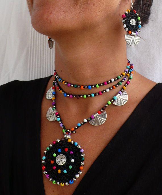 COLLAR de ganchillo de MANDALA étnico negro boho collar crochet con cuentas collar joyería tribal hippie estilo mandala colores plata espiral