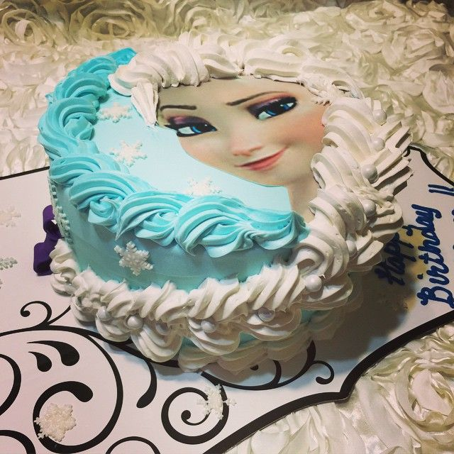 Elsa and her beautiful braid frozen cake. Www.specialtysweetc.com