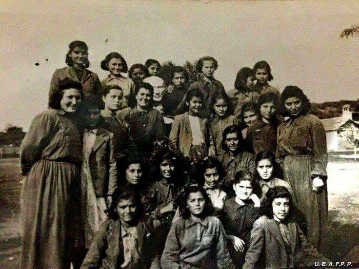 Mazide kalan Hasanoglan Köy Enstitüsü öğrencileri