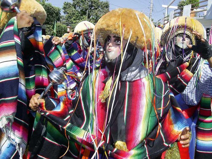 proyecto san cristobal de las casas: Traje tipico de Chiapas. Shared by Edith Cruz