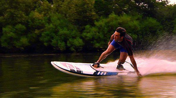 Ein Surfbrett mit Motor:
