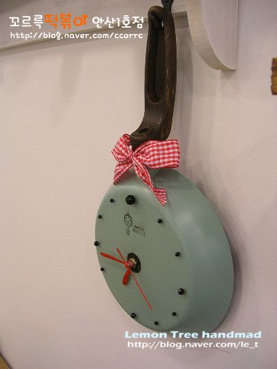 Upcycle an old skillet into a clock!