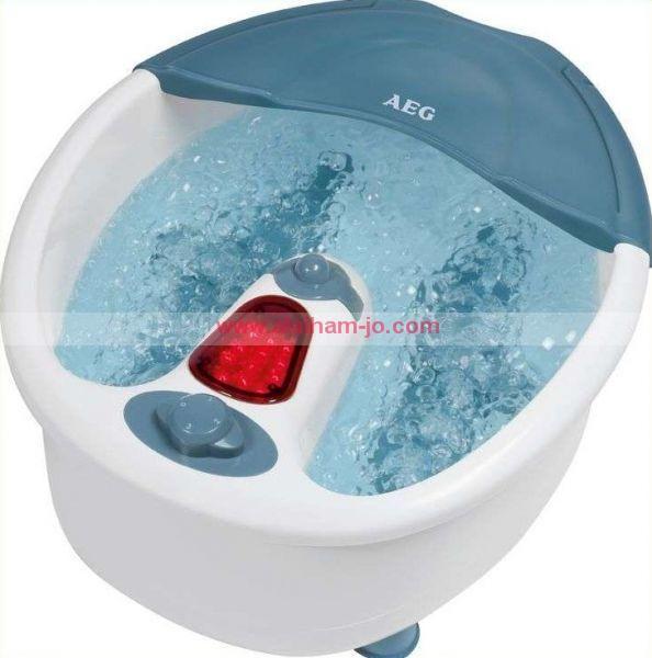 حمام ومساج القدم المائي بالإهتزاز والفقاعات - التدليك الإهتزازي - مساج مائي بواسطة الفقاعات - يسخن المياه - أقدام مطاطية مانعة للإنزلاق - اسطوانة ذات رؤوس لتدليك الكعب وبطن القدم  فوائد ومميزات مساج الأقدام: - يعمل على استرخاء العضلات في الساقينمما ينعكس على كامل الجسم - يساعد على تنشيط الدورة الدموية في الجسم - تدفئة القدمين للذين يعانون من برودةالقدمين - للتخفيف والتخلص من آلام الظهر - للتخفيف من الصداع والام الرأس (بواسطةحمام الاقدام الباردة) - لإنخفاض ضغط الدم في الجسم - للتخلص من الأرق