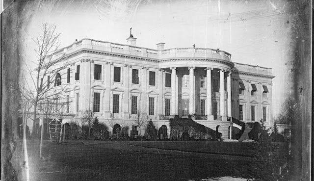 KoranHarian.Net ,White House alias Gedung Putih bisa dibilang adalah tempat paling keramat di dunia. Bukan, bukan karena sangat angker, ...