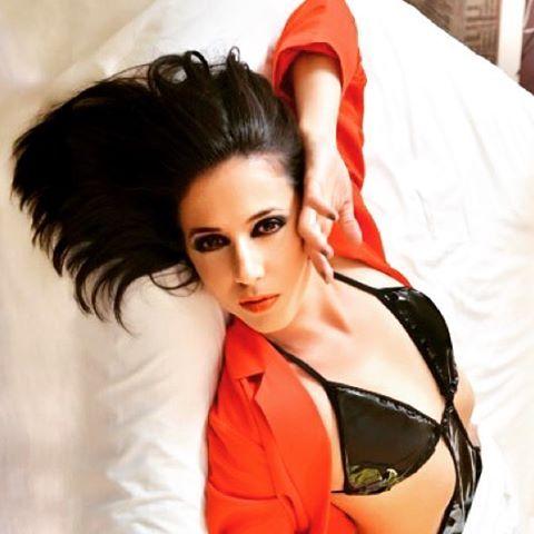 @luzvaldiviesoactriz maquillada y peinada por @evatangol para @nuevamujerchile  #tangolstudio #luzvaldivieso #maquillaje #peinado #sesiondefotos #revistanuevamujer #publimetro #smokeyeyes #makeup #hairstyle
