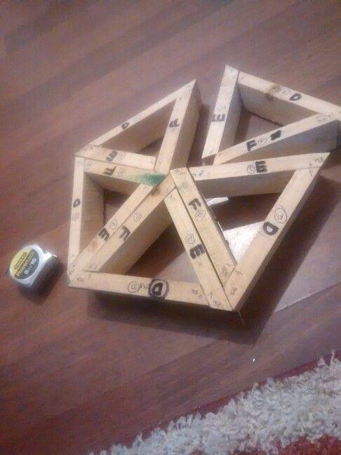 """Corte axial correcto...pentagono central listo, preparando el triangulo mas grande."""" Domo 1M diametro, frecuencia 3."""""""