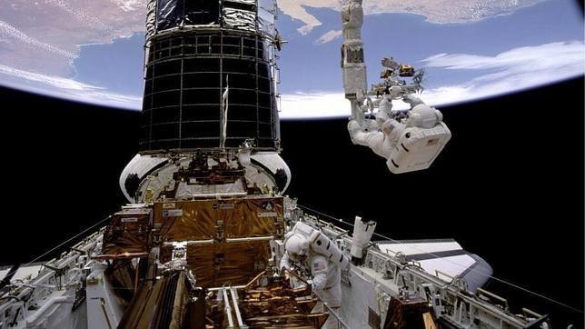 El Telescopio Hubble ha detectado hoy este diminuto fenómeno, que se encuentra a más de 13.000 millones de años luz