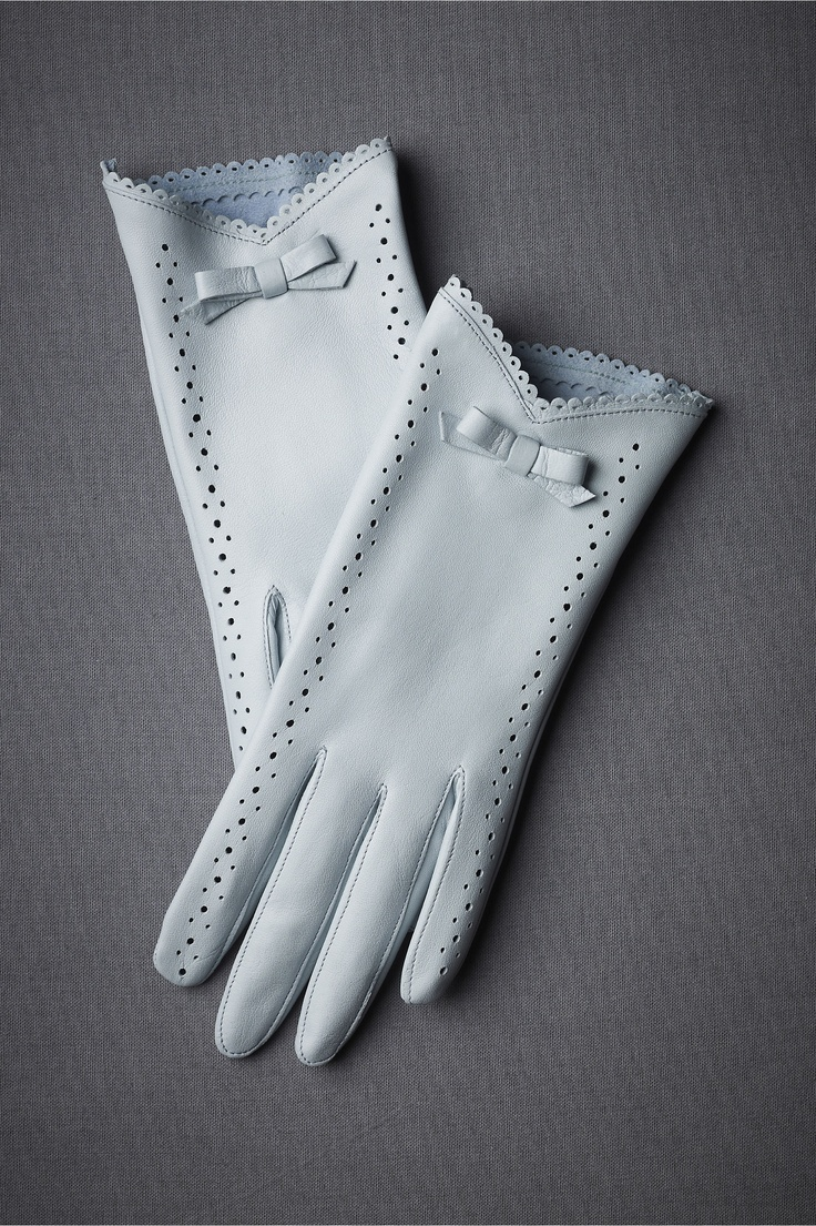 Oh I love these gloves. I don't know where I'd every wear gloves like this, but I still wish I owned them.