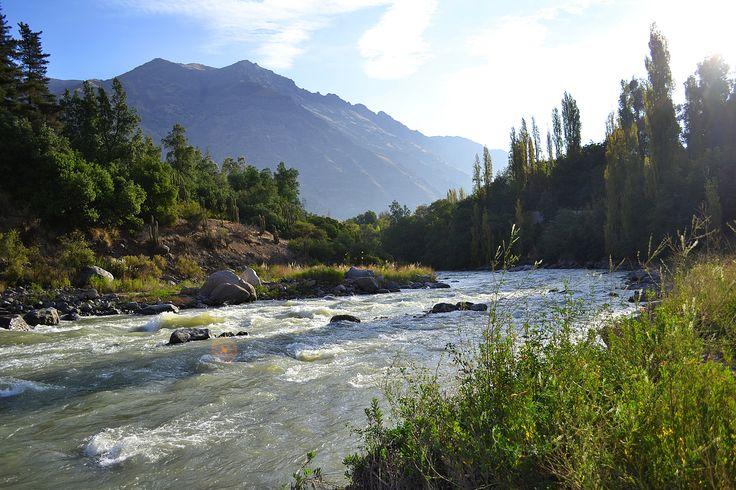 Río Maipo. Sector San Gabriel en el Cajón del Maipo. Foto de Mario Iturri Molina.