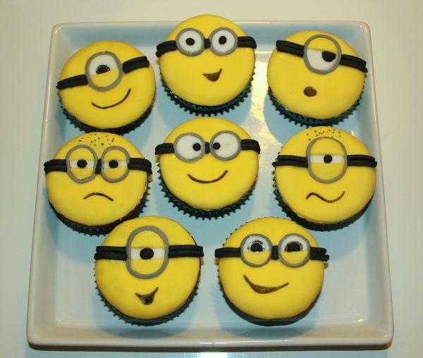 Minion-kuppikakut - Siskon pojalle nimipäiväksi - Kiitos Anu! #mitätahansaleivotkin #leivojakoristele #droetker #kuppikakut #leivonta #kilpailu