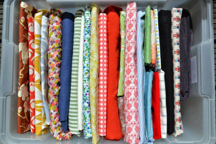 Ordnung und Aufbewahrung von Stoffen mit Hilfe von Pappe