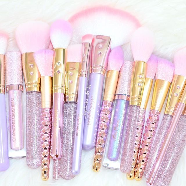 Prettiest brushes ever !! @slmissglam ✨✨