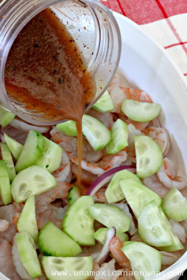 Cómo preparar Camarones en aguachile rojo, una rica opción sin carne para la Cuaresma. By www.unamexicanaenusa.com