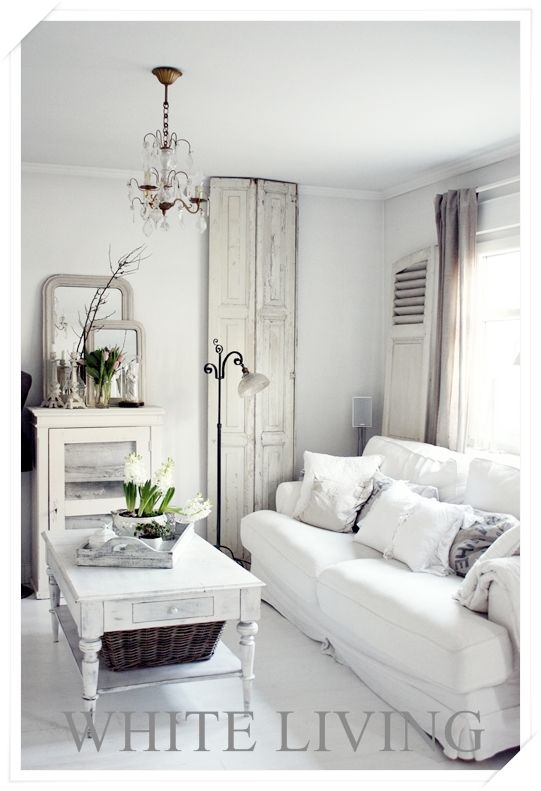 V i n ⓣ a g e . I n t e r i o r s - love the use of old doors for decor.