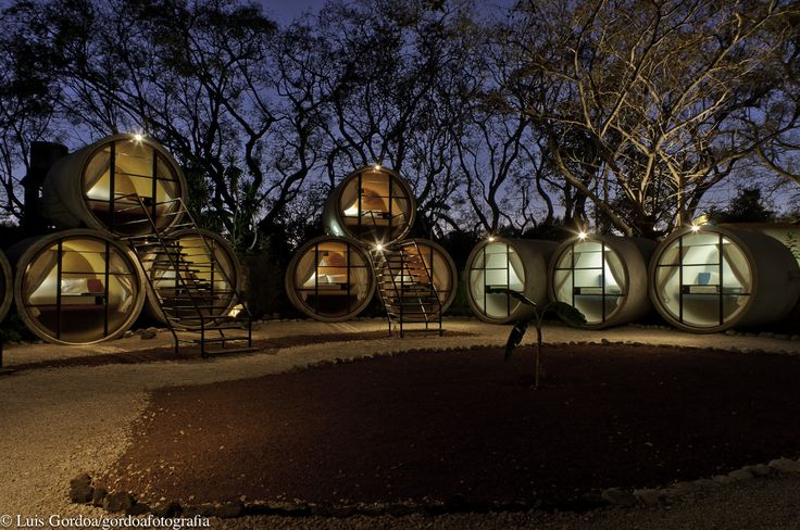 Built by T3arc in Tepoztlán, Mexico with date 2010. Images by Luis Gordoa. The idea came when we built Cafe Five, where we saw the need to adapt an inexpensive room for users. In our search fo...