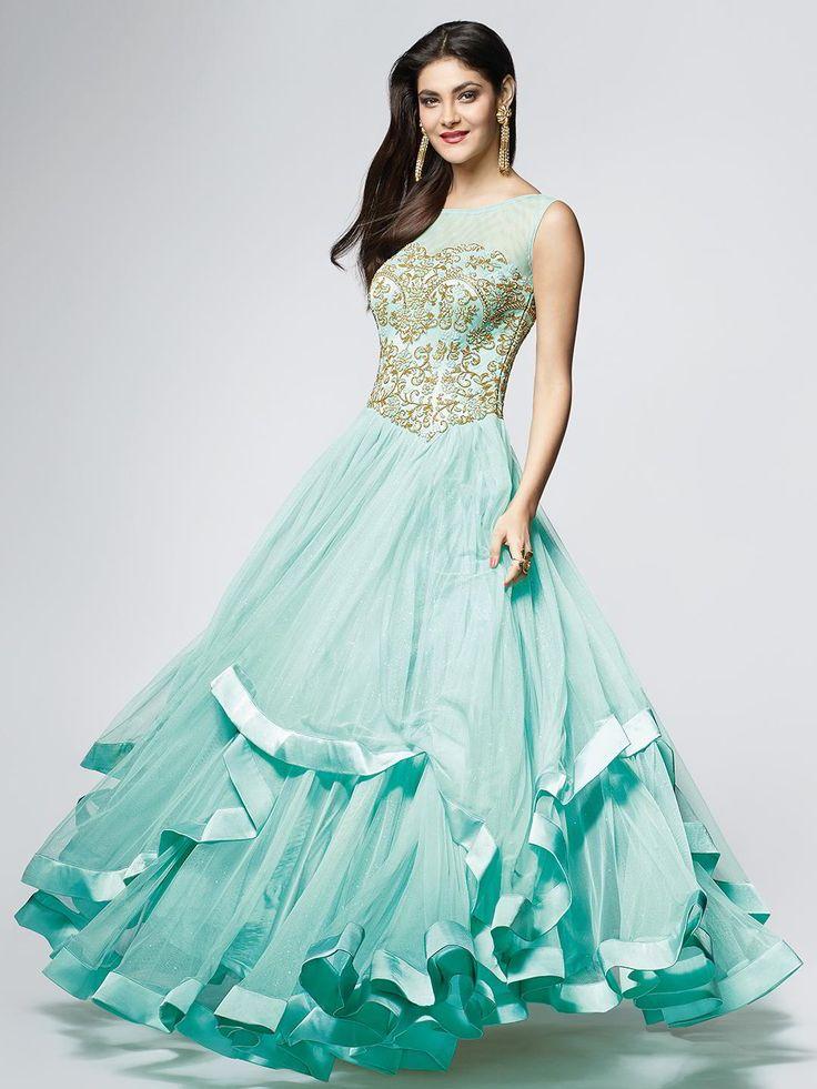 Аквамариновое длинное платье в пол, без рукавов, украшенное вышивкой скрученной шёлковой нитью с люрексом