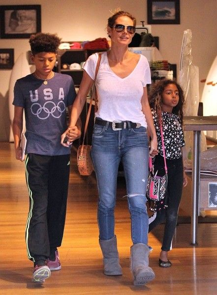 Heidi Klum Photos Photos - Braless Heidi Klum and her ex-husband Seal take their kids Leni, Henry, Johan and Lou shopping at the Burton store in West Hollywood, California on November 23, 2016. The family was shopping for gear for their annual family ski trip. Despite divorcing, Heidi and Seal continue to do things as a family for their kids. - Heidi Klum and Seal Take Their Kids Shopping at The Burton Store