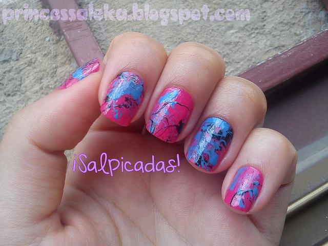 Uñas salpicadas. http://princessaleka.blogspot.com/2013/03/unas-de-la-semana-salpicadas.html