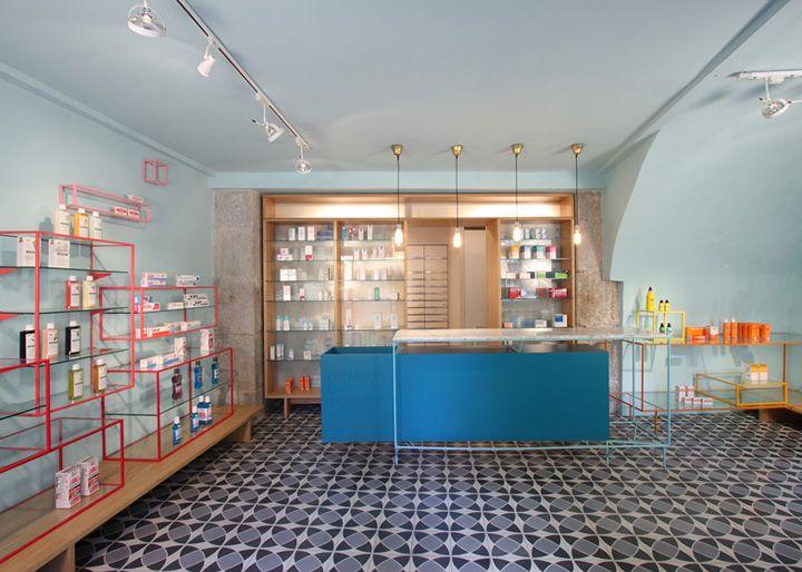 Farmacia de los Austrias pharmacy by Stone Designs, Madrid. But I would make my house like this.