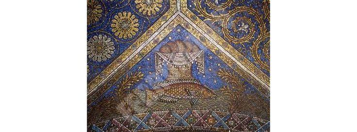Смальта — одна из родственниц муранского стекла: такая же яркая, но во много раз прочнее и совершенно непрозрачная.BASILICA Лурд, Франция. BASILICA